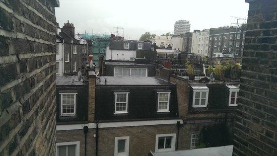 easyHotel London Victoria: Vista dalla mia camera 1