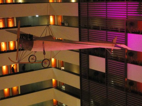 Sofitel Budapest Chain Bridge: l'avion suspendu dans l'atrium