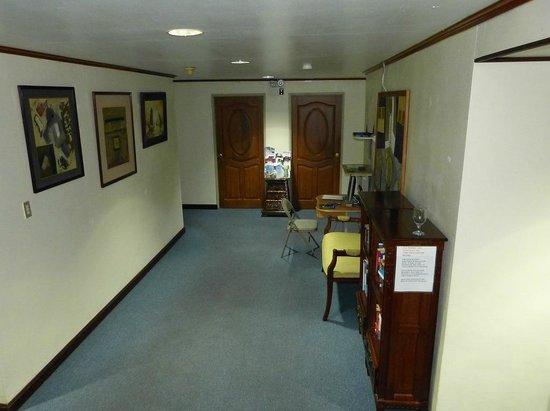 Penthouse Hotel : 2階のインターネットコーナー