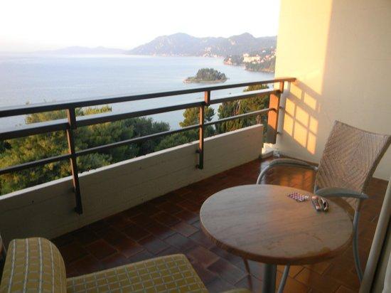 Corfu Holiday Palace: наш балкон