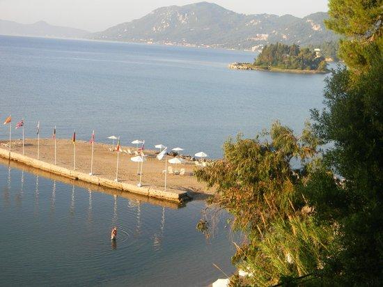 Corfu Holiday Palace: вид пляжа