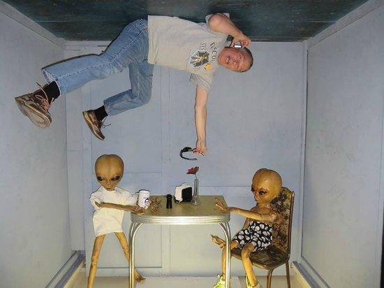 Alien Zone Area 51: Helllp!!!