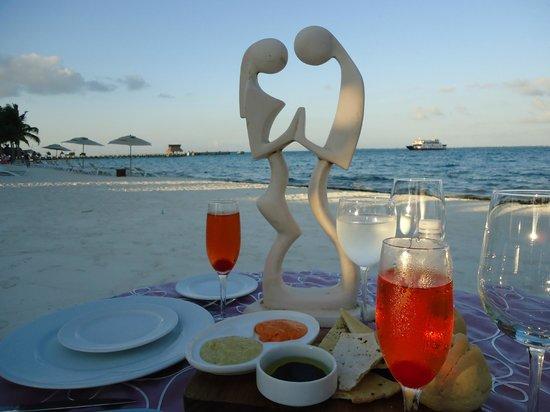 Villa del Palmar Cancun Beach Resort & Spa: Romantic Dinner on the beach off Davino's restuarant