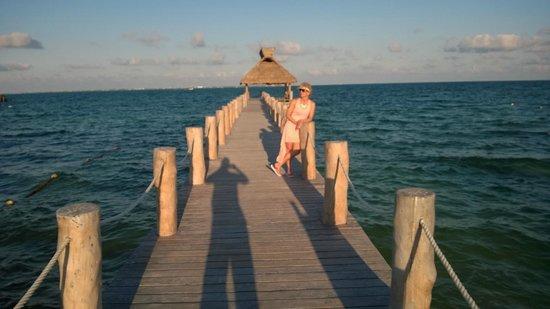 Villa del Palmar Cancun Beach Resort & Spa: walk out pier over the water