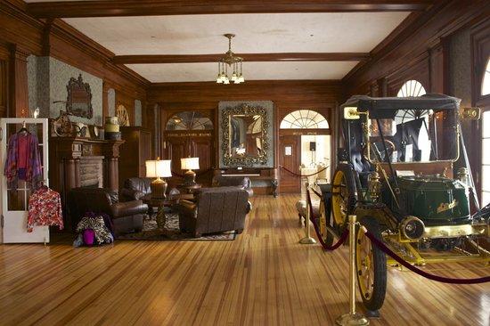 Stanley Hotel : Hotel lobby