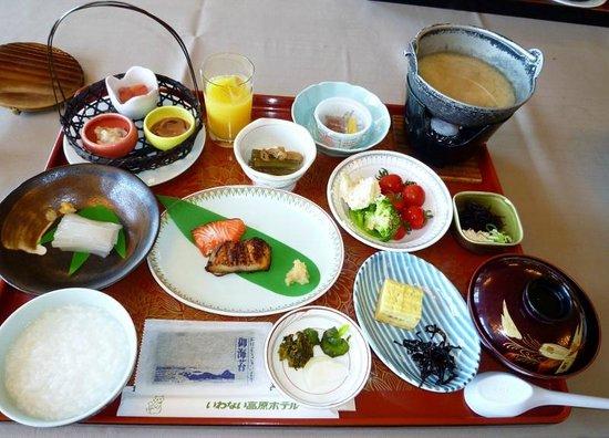Iwanai Kogen Hotel : 朝食和食膳