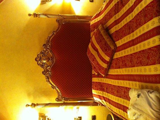 Alchymist Nosticova Palace : お部屋ベッド