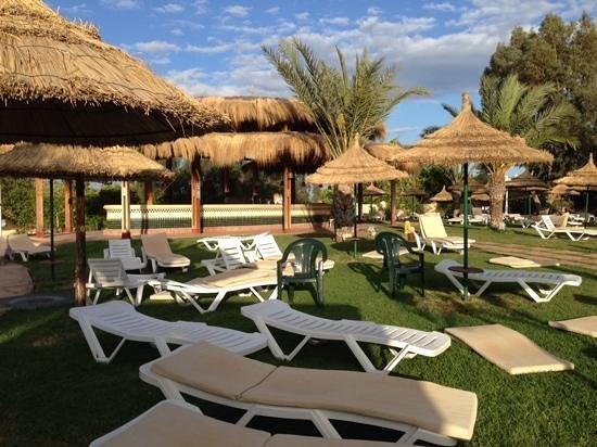 Royal Kenz Hotel Thalasso & Spa : pool side bar