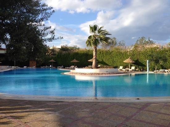 Royal Kenz Hotel Thalasso & Spa : pool side