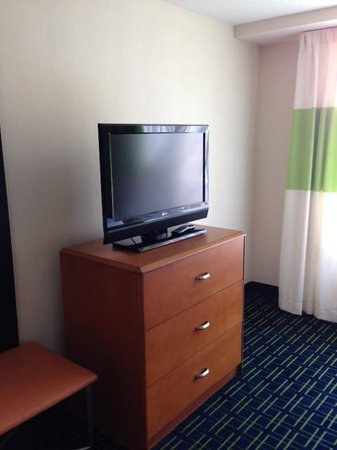 Fairfield Inn & Suites Wilmington/Wrightsville Beach: TV