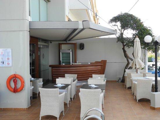 Kriti Beach Hotel : Poolbaren