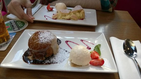Duffy's Pub: Sticky toffee e Apple tart