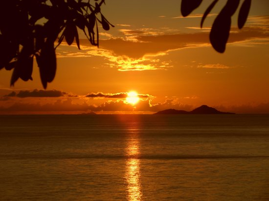 Coco de Mer - Black Parrot Suites: Sunset from our Balck Parrot suite
