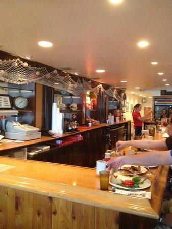 John G's Restaurant : Eat at the Breakfast Bar & Avoid a Wait!