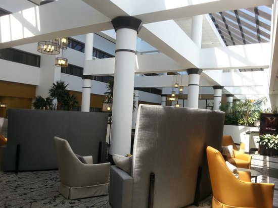Wyndham Houston West Energy Corridor : beautiful lobby with lots of seating