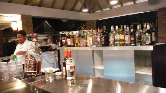 Decameron Isleno : Uno de los 3 bares que hay