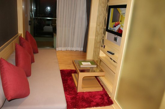 The Senses Resort & Pool Villas: seating area in the senses suite
