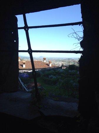Funicolare San Vigilio : Vista da una finestra della Rocca