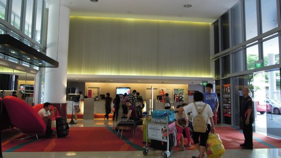 Ibis Singapore on Bencoolen: Hotel lobby