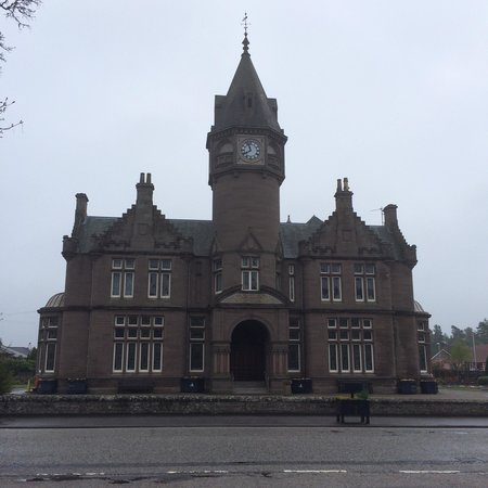 Glenesk Hotel: Across the road from the Hotel