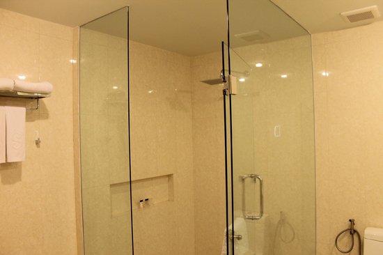 The Senses Resort: bathroom