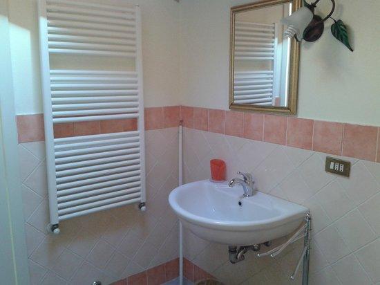 Ill Maggese : bagno camera vecchia toscana