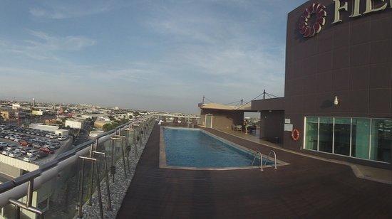 Fiesta Inn Monterrey Fundidora: alberca en la parte superior del hotel