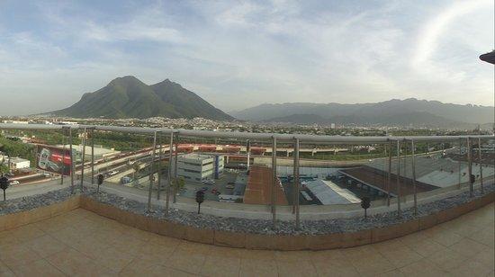 Fiesta Inn Monterrey Fundidora: panaoramica del cerro de la silla desde el hotel