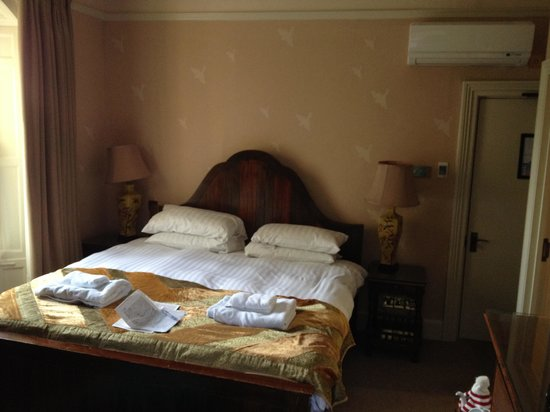 The Pembroke Arms Hotel: Bedroom no 6