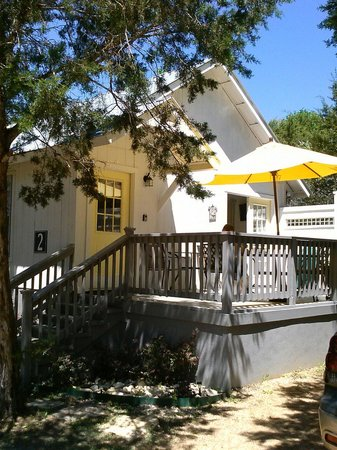 Cypress Creek Cottages: The yellow cottage
