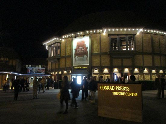 Old Globe Theatre : Coming out of the theatre after an evening performance is a visual treat.