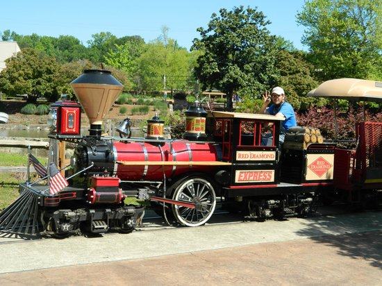 Birmingham Zoo: The Red Diamond Express