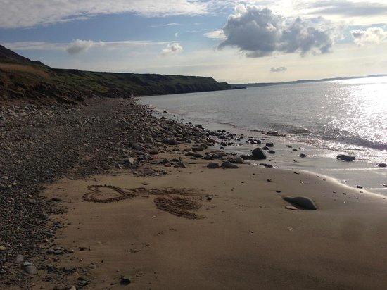 Natural Retreats Llyn Peninsula : Pebble beach 10 mins walk away