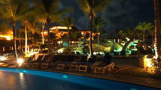 Barcelo Maya Palace : Zona piscina de noche