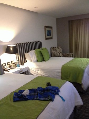 Presidente InterContinental Guadalajara: Nice bed and very comfortable. Great colors