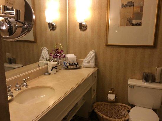 Fairmont Washington, D.C. Georgetown : Good bathroom