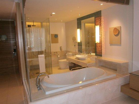 Renaissance Phuket Resort & Spa: deluxe double room