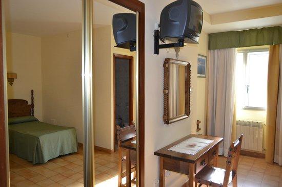 Hotel Nuevo Cachalote: Equipamiento habitación