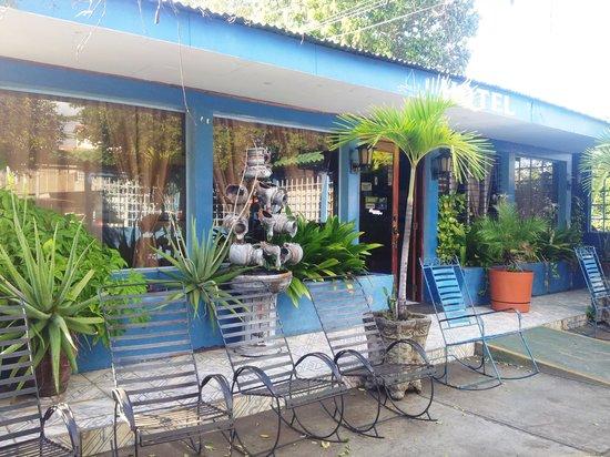 Hotel La Fragata : Nuestro frente y amplia terraza
