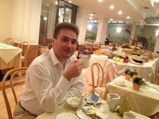 Hotel Mozart : Завтрак в ресторане.