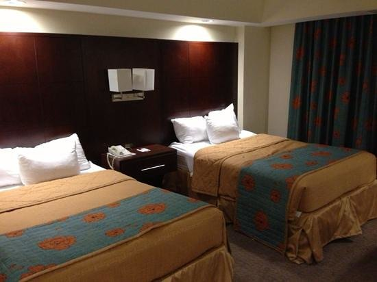 Ramada Plaza Resort and Suites Orlando International Drive: North Tower suite