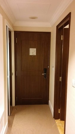 Rendezvous Hotel Singapore by Far East Hospitality: Room door