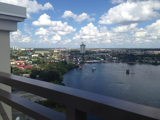 Ramada Plaza Resort and Suites Orlando International Drive : view from the roof