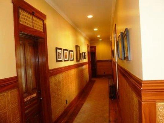 Kaiser House Lodging: Hallway