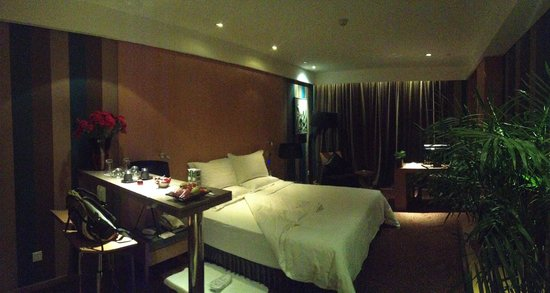 Christian's Hotel: Lovely & spacious room with lots of details