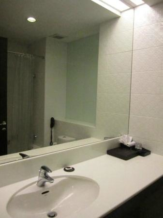 FuramaXclusive Asoke: the bathroom