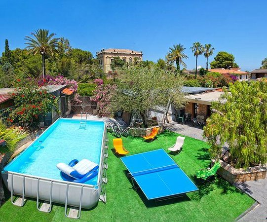 Giardino con piscina foto di residence cala grande - Foto ville con giardino ...