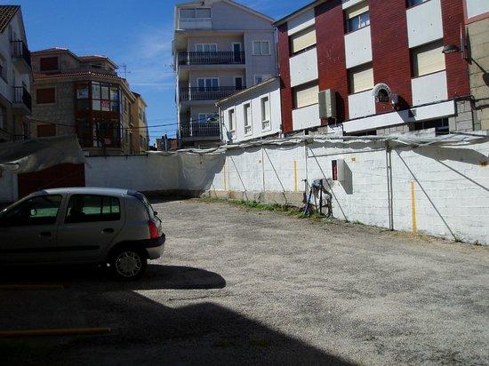 Hotel Nuevo Cachalote: Parking