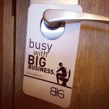 BIG Hotel Singapore - TEMPORARILY CLOSED : Cute door hanger