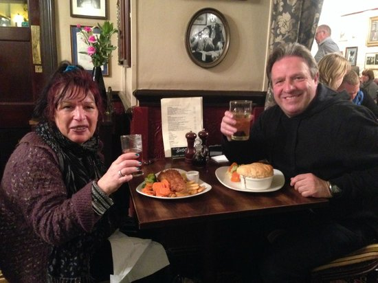 The Sherlock Holmes Public House & Restaurant : Having a meal at the Sherlock Holmes restaurant